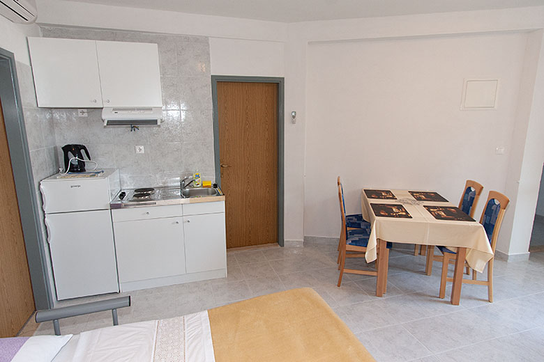 Apartments Ribica, Igrane - kitchen